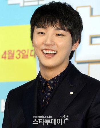 Yoon Shi Yoon dan  Janji nari SNSD Jika Filmnya Tembus 5 Juta Penonton